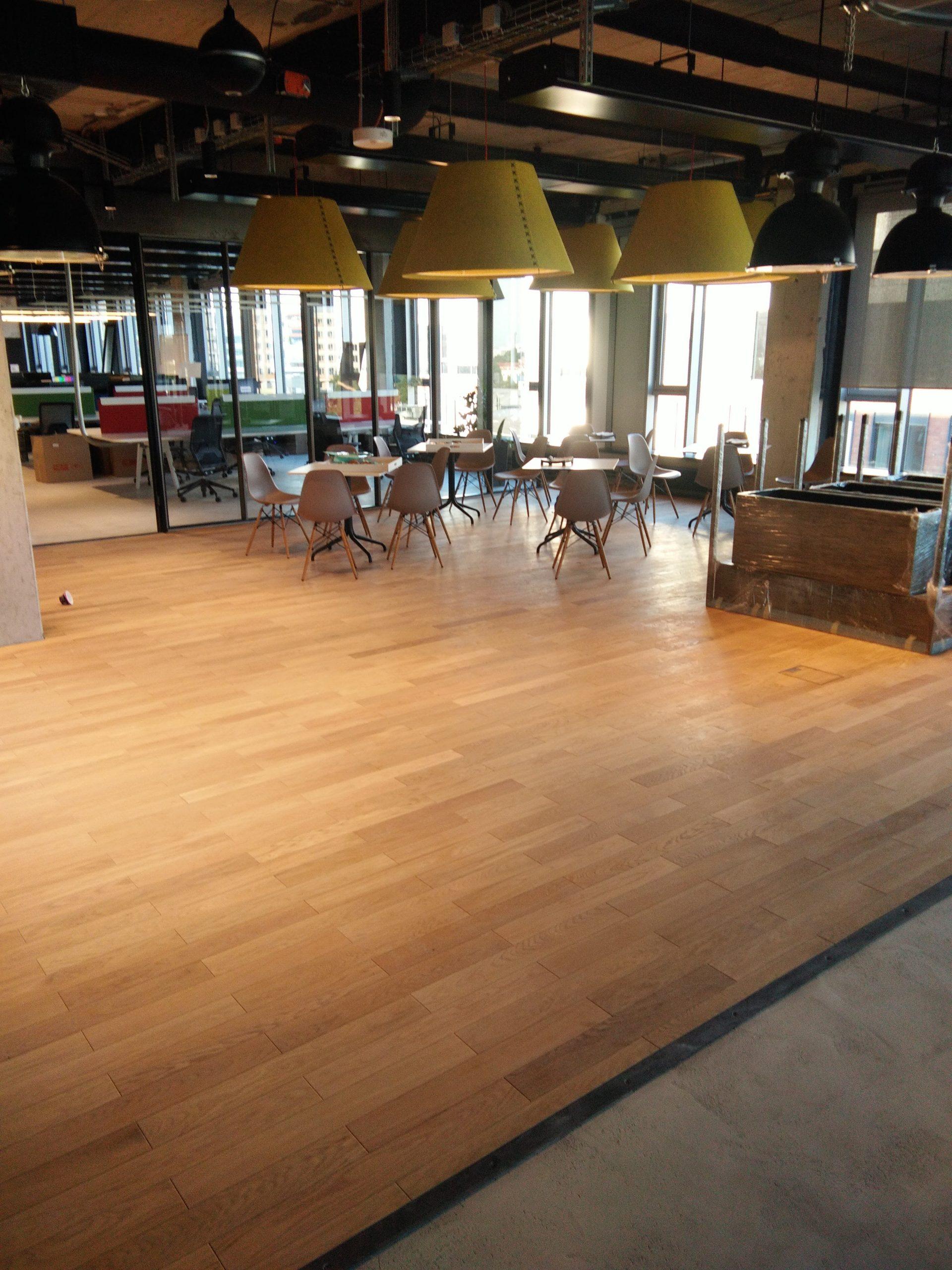 pokládka podláh, drevených podláh, nivelizácia, podlahári